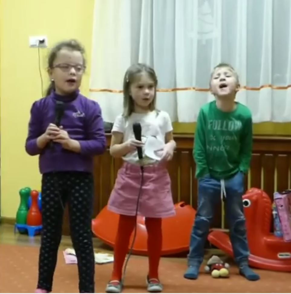 Sing and play with English